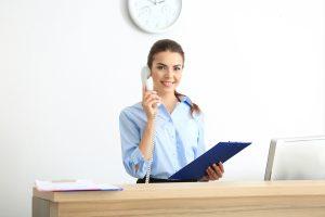 Gewährleistung von Kontrollsicherheit und Serviceleistungen für Besucher und Lieferanten im Eingangsbereich.